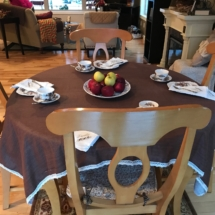 Nice, light wood dining set with leaf and 4 chairs