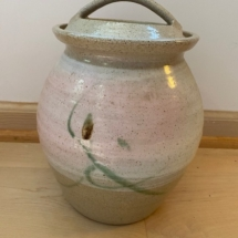 Lovely ceramic pot with lid