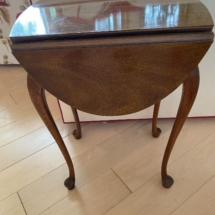Small drop leaf Sherrill occasional table